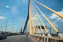 Estrada da passagem superior na ponte de Bhumibol Fotos de Stock