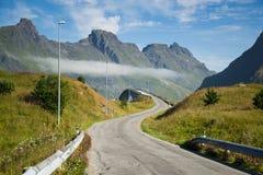 Estrada da ponte em ilhas de Lofoten em Noruega Fotografia de Stock Royalty Free