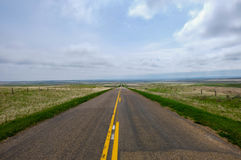 Estrada da pradaria em Saskatchewan, Canadá Fotos de Stock Royalty Free