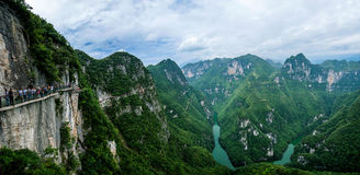 Estrada da prancha da garganta de Chongqing Yunyang Longtan National Geopark fotos de stock royalty free