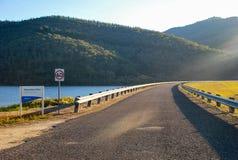 Estrada da represa de Khankoban, Austrália, NSW Imagem de Stock