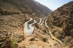 Estrada da serpentina do vale do desfiladeiro de Dades Fotos de Stock