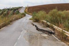 Estrada danificada terremoto fotos de stock royalty free
