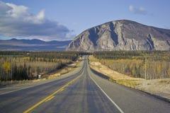 Estrada de Alaska perto da junção de Haines fotografia de stock royalty free