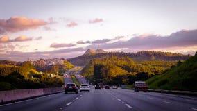 Estrada de Bandeirantes com pico de Jaragua no backround Fotos de Stock