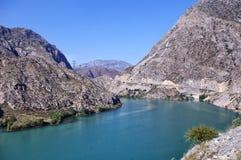 Estrada de Bishkek - Osh em Quirguizistão, Naryn Fotografia de Stock Royalty Free