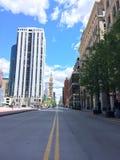 Estrada de cidade clara imagem de stock royalty free