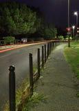 Estrada de cidade da noite foto de stock