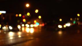Estrada de cidade da noite de Bokeh Fora de foco video estoque
