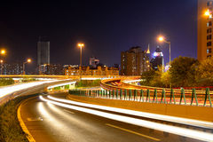 Estrada de cidade na noite Imagens de Stock Royalty Free