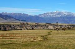 Estrada de enrolamento nas montanhas Fotografia de Stock Royalty Free