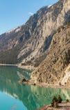 Estrada de ferro ao longo do lago Imagens de Stock Royalty Free