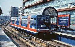 Estrada de ferro clara das zonas das docas, Londres Fotografia de Stock Royalty Free