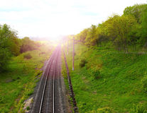 Estrada de ferro contra o céu bonito no por do sol Foto de Stock Royalty Free