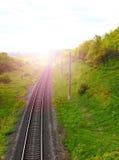 Estrada de ferro contra o céu bonito no por do sol Imagem de Stock