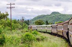 A estrada de ferro da morte de Kanchanaburi a Nam Tok fotos de stock