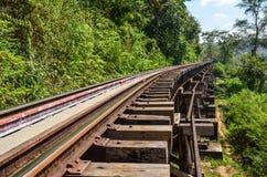 A estrada de ferro da morte ou a estrada de ferro de Tailândia-Burma foto de stock