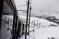 A estrada de ferro do inverno na montanha Imagem de Stock Royalty Free