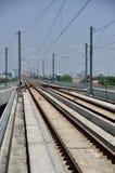 Estrada de ferro do trem de céu e céu azul Foto de Stock Royalty Free
