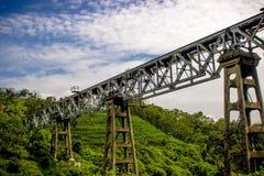 Estrada de ferro e céus imagem de stock