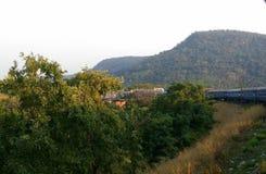 Estrada de ferro indiana do indiano do cruzamento da montanha do trilho foto de stock