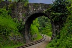 Estrada de ferro de Kalka Shimla da trilha do trem do brinquedo fotos de stock royalty free