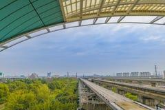Estrada de ferro magnética vazia da linha do metro de Maglev, Shanghai fotos de stock royalty free