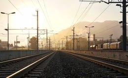 Estrada de ferro na luz do sol da manhã Fotos de Stock
