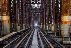 Estrada de ferro na ponte longa de Bien em Hanoi, Vietname, foi chamado originalmente Paul Doumer Bridge imagem de stock