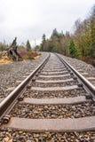Estrada de ferro velha na estação do outono Fotos de Stock Royalty Free