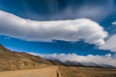 Estrada de floresta no vale de Barguzin Imagem de Stock
