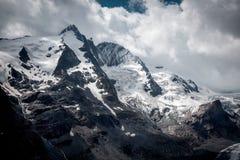 Estrada de Grossglockner e geleira alpinas altas de Pasterze em Áustria Imagens de Stock Royalty Free