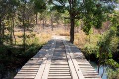 Estrada de madeira da ponte imagens de stock royalty free