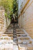 Estrada de pedra velha na vila fotografia de stock