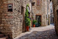 Estrada de Pittoresque em Assisi, Úmbria fotos de stock royalty free