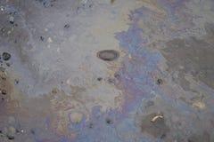 Estrada de terra com água e óleo imagem de stock royalty free