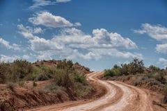 Estrada de terra do deserto a Paria, cidade fantasma de Utá Fotografia de Stock