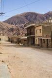 Estrada de terra na aldeia da montanha Imagem de Stock Royalty Free