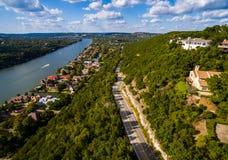 Estrada de Texas Hill Country Mount Bonnell a Texas Aerial sobre Austin fotos de stock