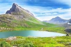 Estrada de Trollstigen (a estrada da pesca à corrica) em Noruega Imagem de Stock
