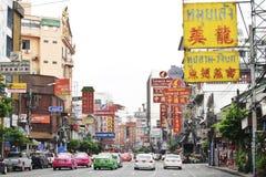 A estrada de Yaowarat é home ao bairro chinês de Banguecoque. Imagens de Stock Royalty Free