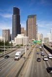 Estrada dividida de um estado a outro de 5 carros da skyline do centro da cidade de Seattle Fotografia de Stock