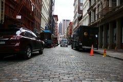 Estrada do apartamento do carro do newyork da rua Fotos de Stock Royalty Free