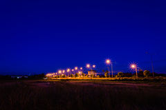Estrada do campo na noite Fotos de Stock Royalty Free