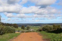 Estrada do cascalho em Darling Ranges Western Australia perto de ribeiro curvado. Imagem de Stock