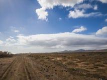 Estrada do cascalho - Fuerteventura, Canaries, Espanha Foto de Stock Royalty Free