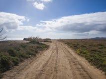 Estrada do cascalho - Fuerteventura, Canaries, Espanha Fotos de Stock Royalty Free