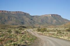 Estrada do cascalho no parque nacional do Karoo Fotografia de Stock Royalty Free