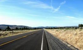 Estrada do condado da linha de alta tensão Fotos de Stock Royalty Free
