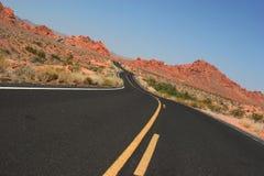 Estrada do deserto do enrolamento Fotos de Stock